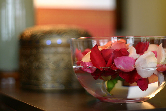 rose water to nurture the natural mamma